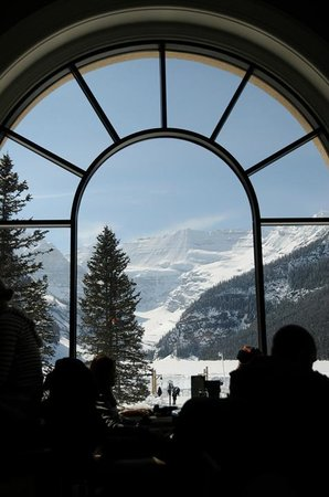 Fairmont Chateau Lake Louise: From one of the restaurants lake side.
