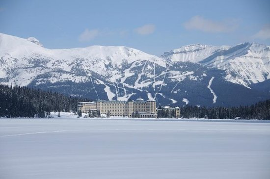 Fairmont Chateau Lake Louise: From the Lake when we went cross country skiing.