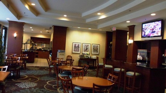 Staybridge Suites New Orleans: dining room