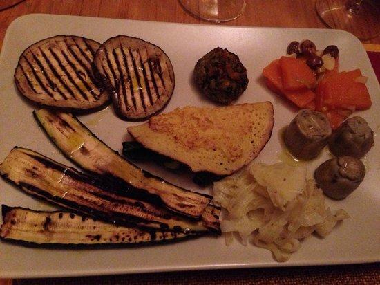 L'Uvarara : Antipasto vegetariano...ottimi i finocchi, la zucca in agrodolce, la creps di spinaci, il tortin