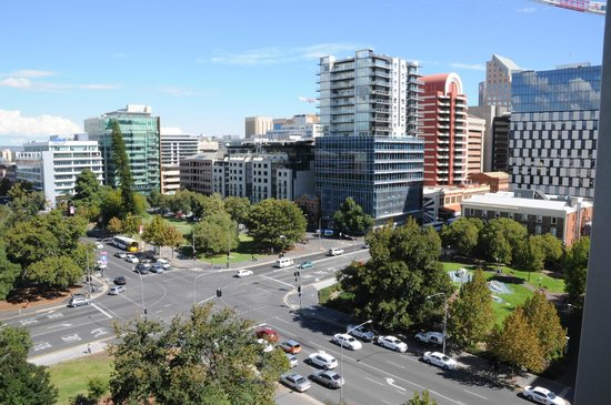 Crowne Plaza Adelaide: View from our room - 9th floor