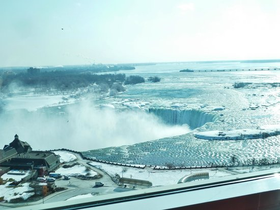 Niagara Falls Marriott Fallsview Hotel & Spa: View of the Falls from our room on 17th floor.
