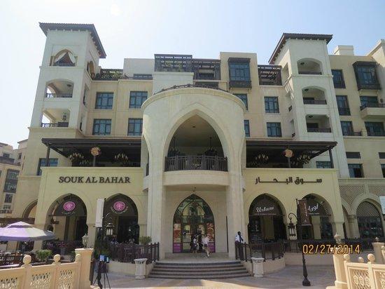 Souk Al Bahar: Fachada principal