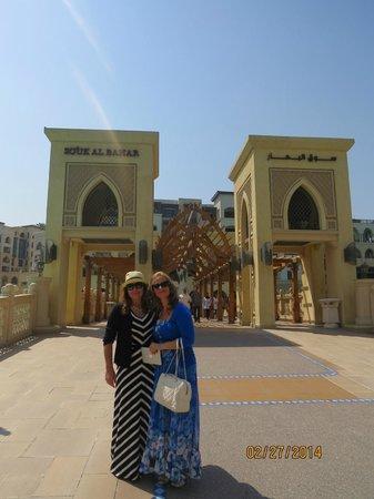 Souk Al Bahar: Eu e Mana antes da travessia da ponte
