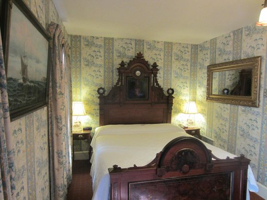 Martine Inn: King bed in Captain's Room