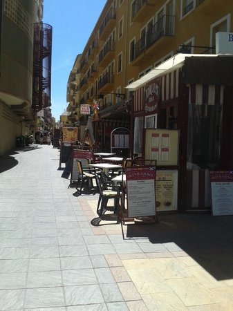 Great fish alley bar picture of adrian 39 s fuengirola for Adrian fish restaurant