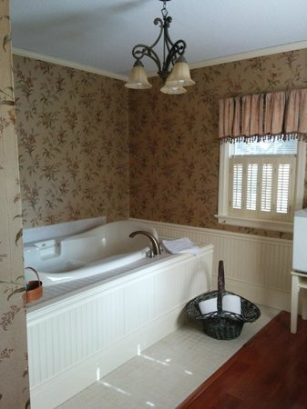 Carriage Inn Bed and Breakfast : Jacuzzi