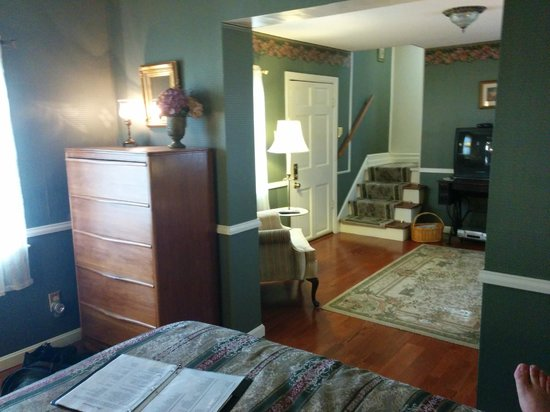 Carriage Inn Bed and Breakfast : living room view from the bed