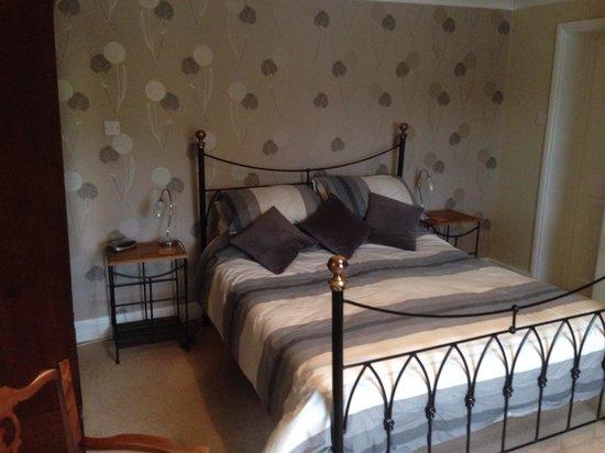 Holmebridge House: King room.