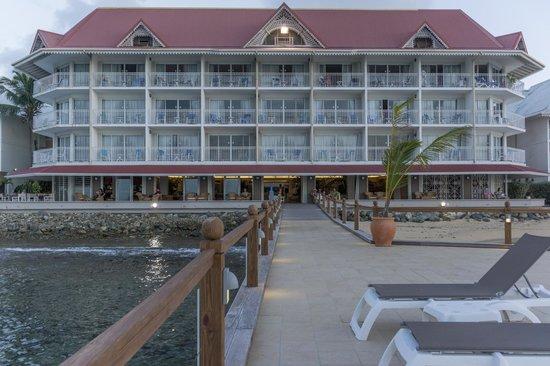 Le Beach Hôtel : hotel from pier