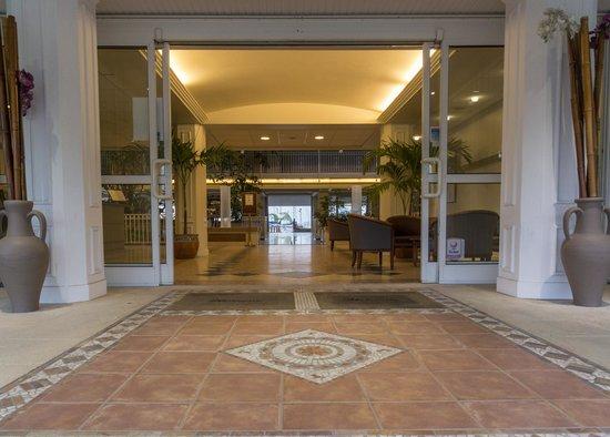 Le Beach Hôtel : lobby entrance