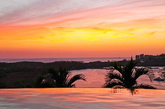 Colores del Pacifico: gorgeous sunset