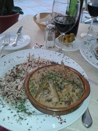 Cala Luna Restaurant: nice bottle of house red