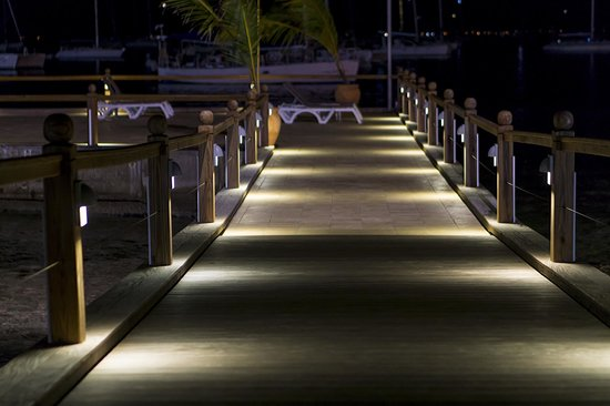 Le Beach Hôtel : pier at night