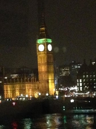London Marriott Hotel County Hall: View from our room - spectacular!