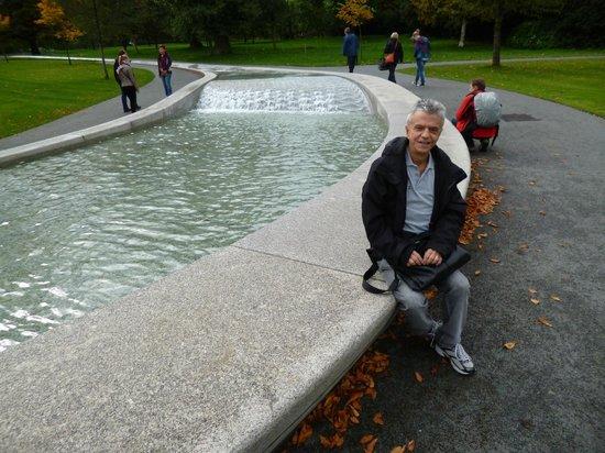 Diana Princess of Wales Memorial Fountain: Refreshing waters at Princess Diana Memorial Fountain in London