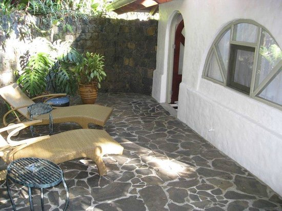 Finca Rosa Blanca Coffee Plantation & Inn: Your private patio but visible from the path