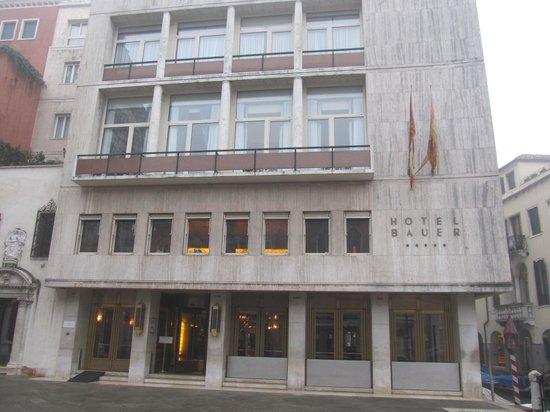 Bauer Palazzo: ホテル玄関