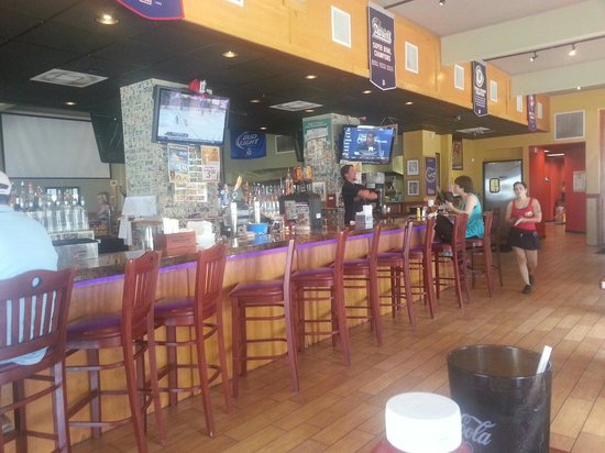 Toucan Bar & Grill: Our slow server finally coming over