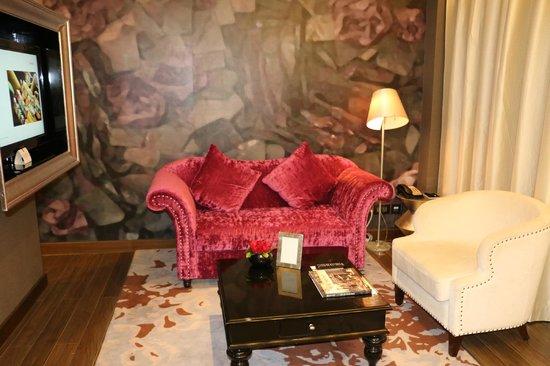 Hotel de l'Opera Hanoi: living room area of suite