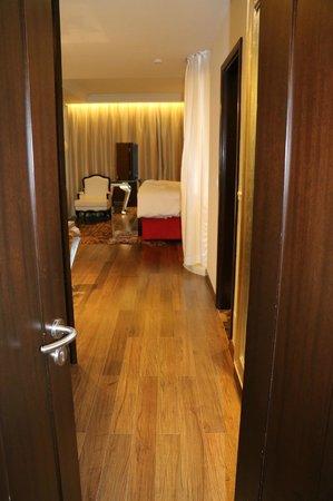 Hotel de l'Opera Hanoi: another view of bedroom