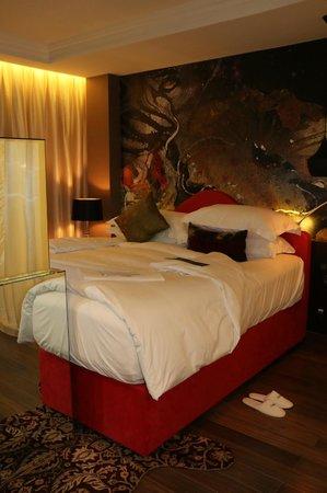 Hotel de l'Opera Hanoi: bed
