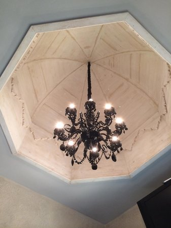 La Sultana Oualidia: Light fixture in the dome of above the bedroom in the Pirate suite