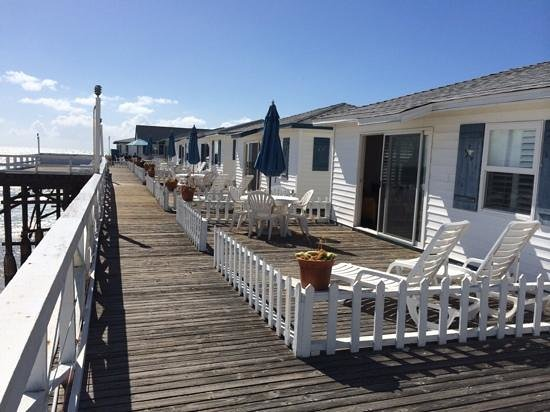 Crystal Pier Hotel & Cottages: terrace outside cottage 9