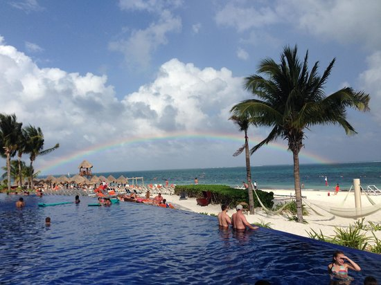 Dreams Riviera Cancun Resort & Spa: Arcoiris después de la lluvia