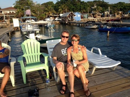 Splash Inn Dive Resort: Enjoying libations while watching the sun set