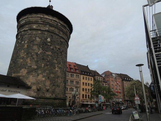 Gasthaus Pillhofer: 趣きのある建物の一二階がレストラン、三階以上がホテル