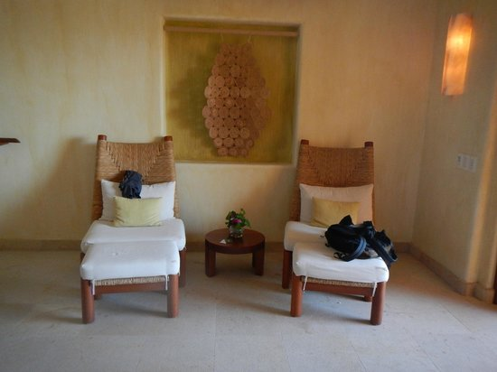 Cala de Mar Resort & Spa Ixtapa: chairs in the room
