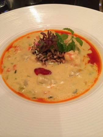 Les Deux Singes de Montarvie: Soup du jour - shrimp chowder with corn and potato