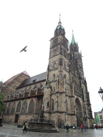 St. Lorenz Kirche: 13~15世紀に建てられたゴシック様式の聖ローレンツ教会
