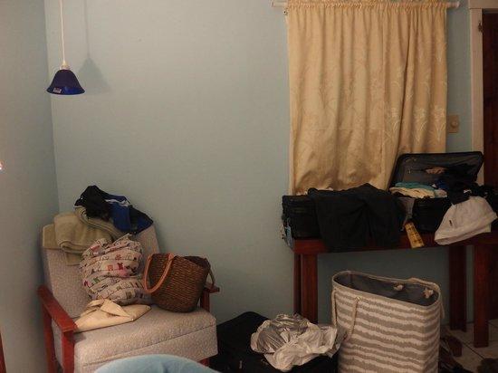 Mariposa Lodge: room #7, not room darkening curtains