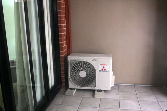 APX Apartments Darling Harbour: Air con vent on the balcony which is a bit noisy