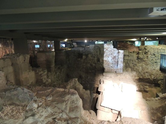 Archeological Crypt of the Parvis of Notre-Dame: lots to see