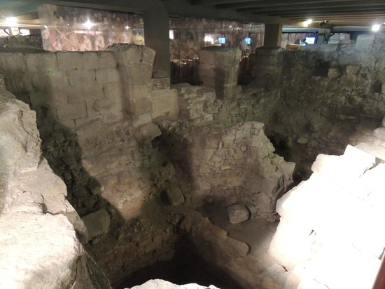 Archeological Crypt of the Parvis of Notre-Dame: old houses