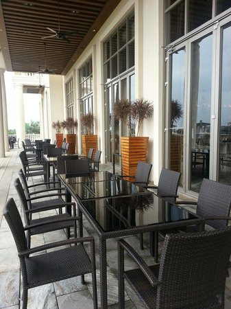 Mission Hills Resort Haikou: Outdoor dining at Clubhouse