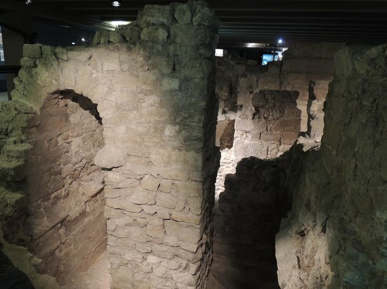 Archeological Crypt of the Parvis of Notre-Dame: ruins