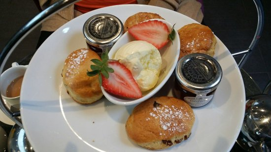 Radisson Blu Edwardian Grafton Hotel: Scones as big as a miniature jam pot and as flat as a biscuit.