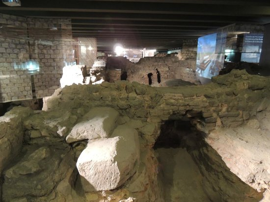 Archeological Crypt of the Parvis of Notre-Dame: the old city