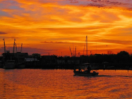 Shem Creek Inn: Shem Creek sunrise