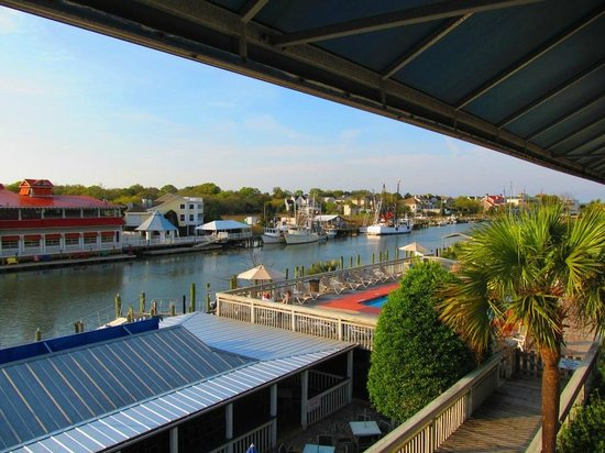 Shem Creek Inn: Shem Creek from room