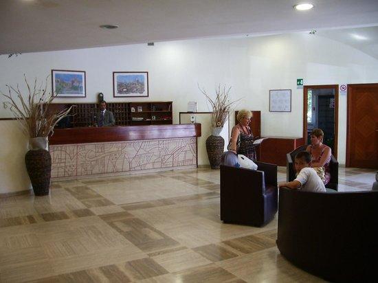 Hotel Giotto: Холл