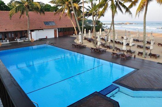 The Surf Hotel: Бассейн, бар и пляж