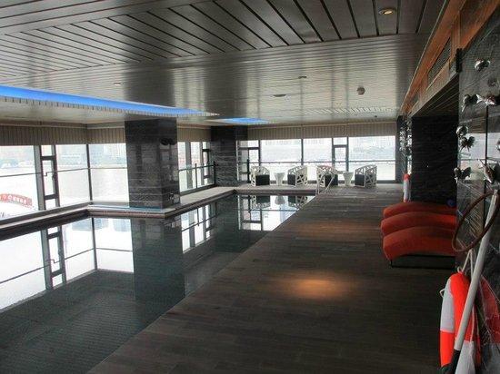 Hotel Indigo Shanghai on the Bund: The pool