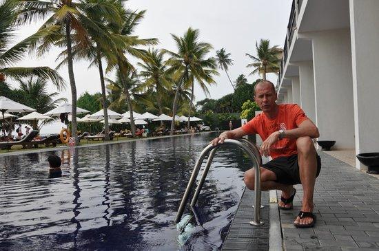 The Surf Hotel: Второй (синий) бассейн