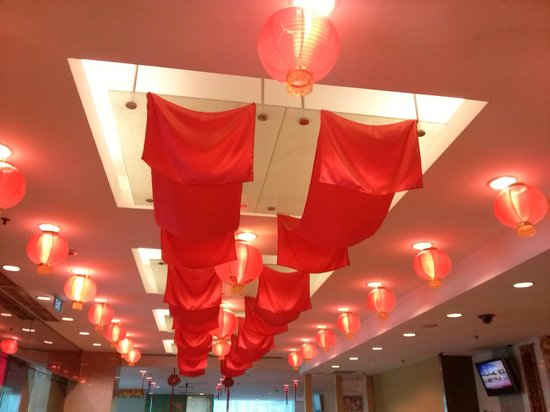 Hotel Royal at Queens : Chinese New Year ceiling decorations in foyer
