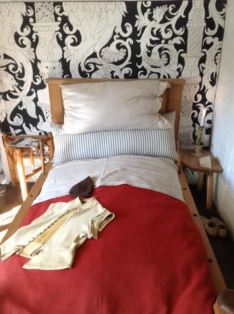 Shakespeare's Birthplace: At Shakespeare's bedroom in Stratford-upon-Avon in England